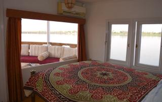 Suite met privé terrasje aan boord van Dahabiya The Orient